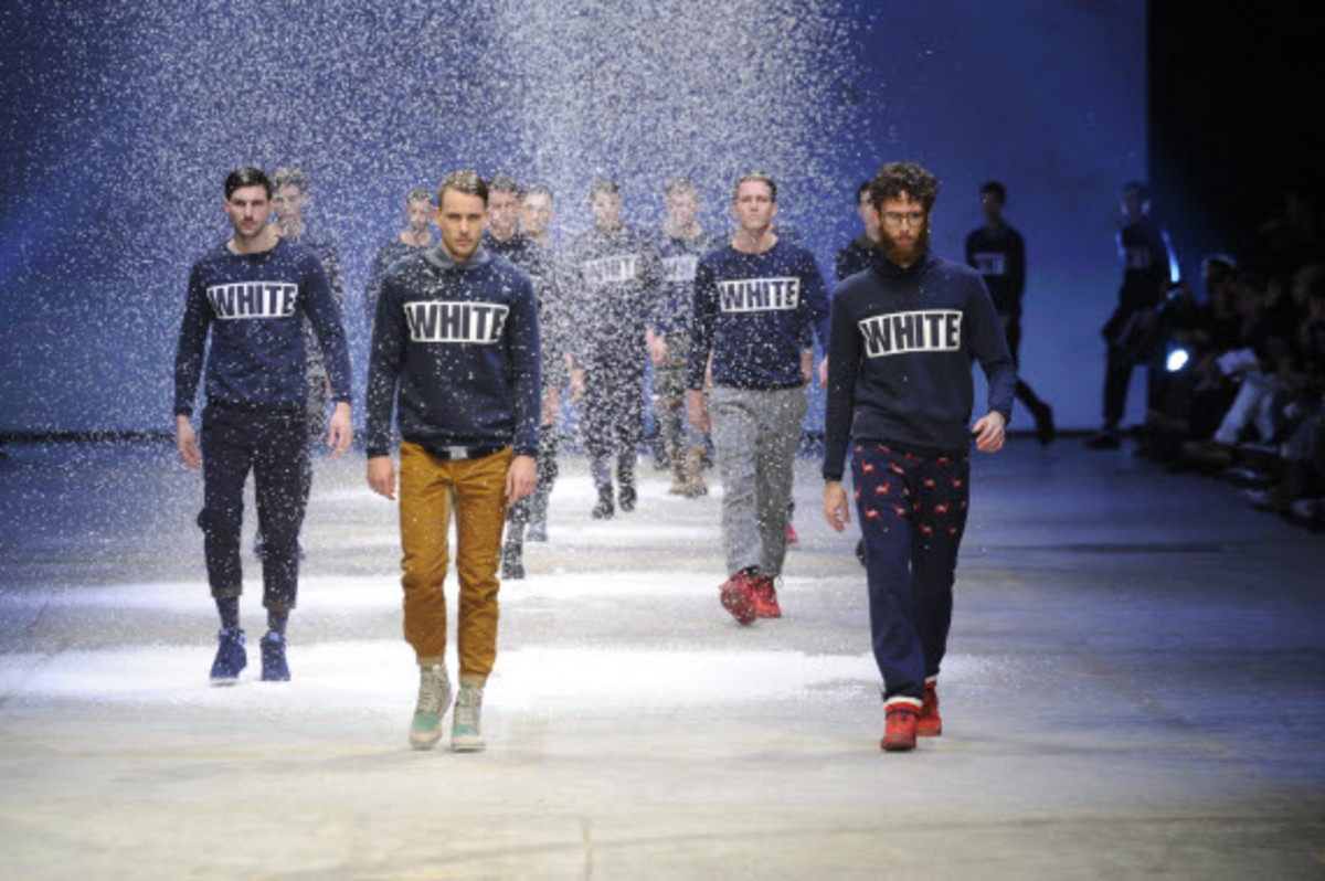 white-mountaineering-fallwinter-2013-collection-runway-show-18