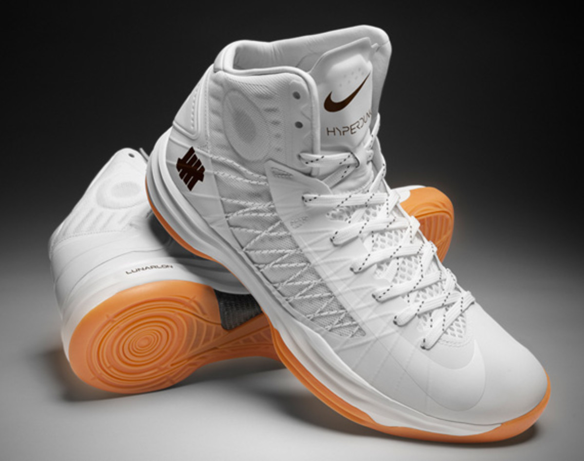 undefeated-nike-hyperdunk-2012-bring-back-pack-collection-officially-unveiled-01