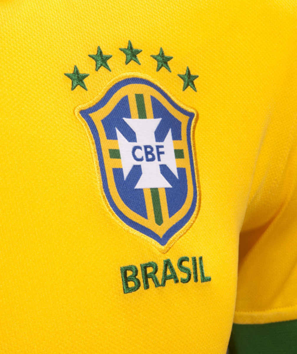 nike-soccer-2013-2014-brazil-national-football-team-kit-neymer-07