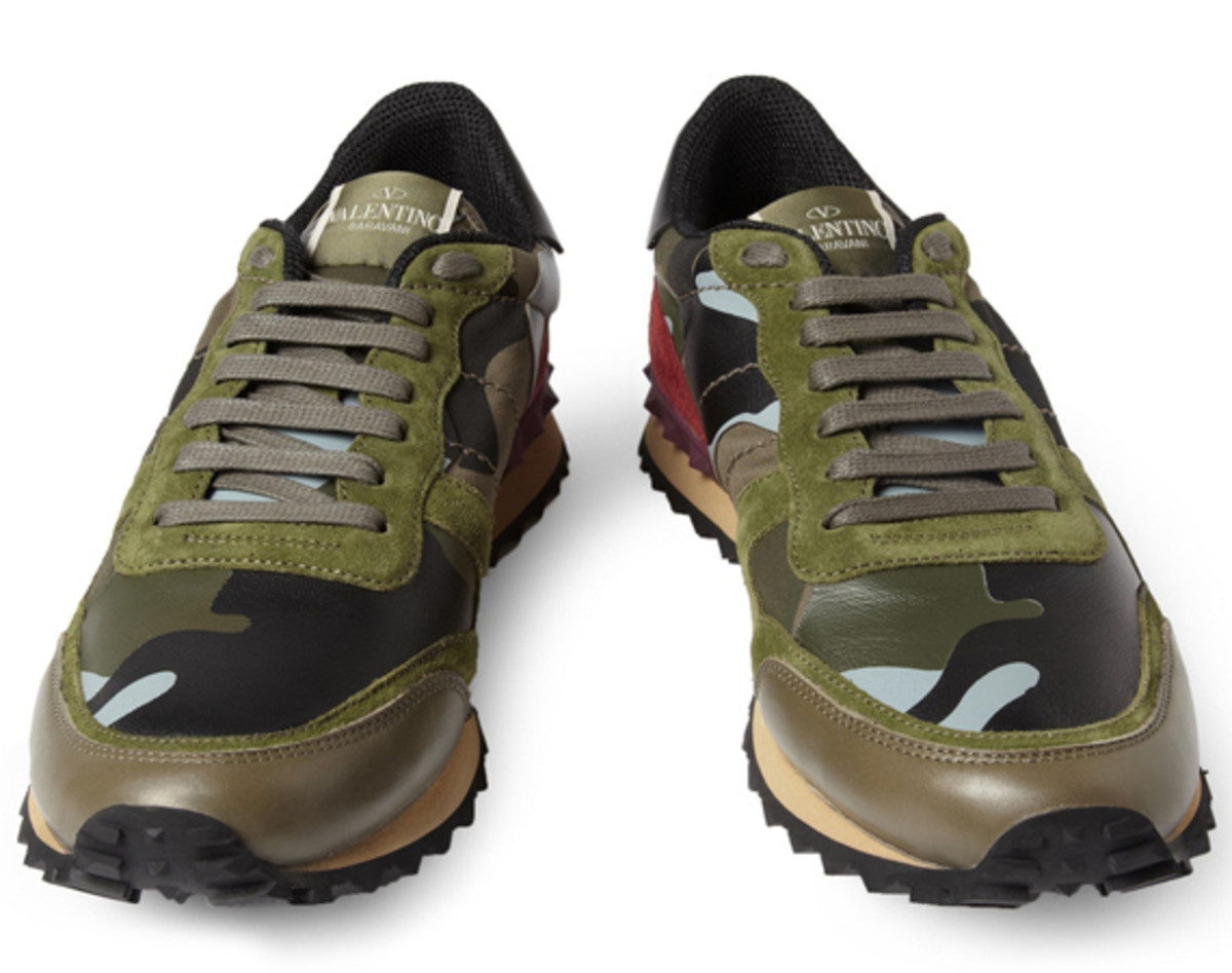 valentino-camouflage-print-leather-and-suede-sneakers-01