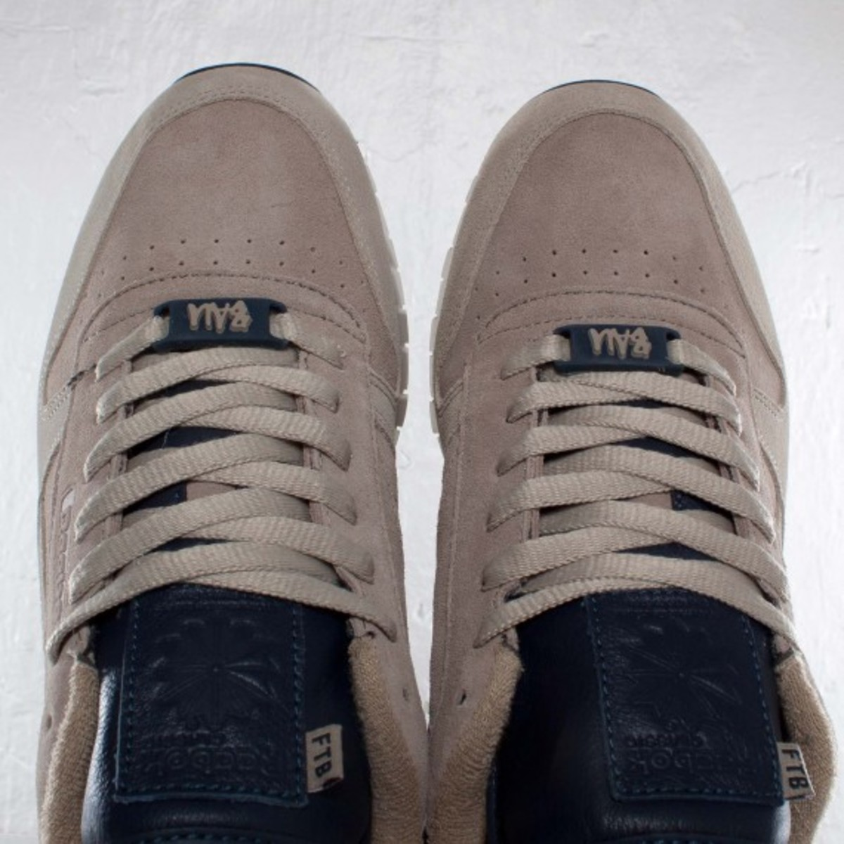 frank-the-butcher-reebok-classic-leather-lux-13