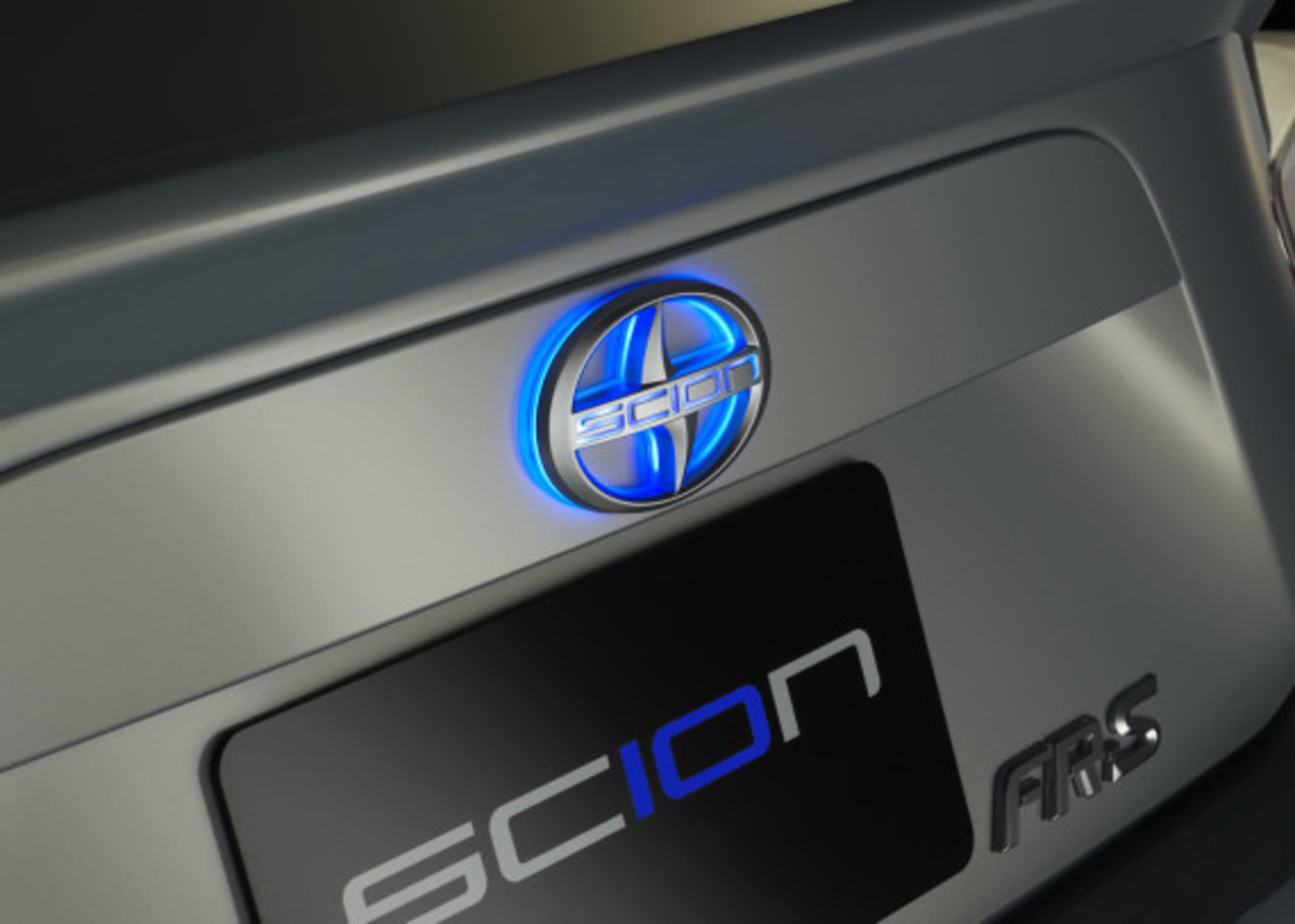 scion-10th-anniversary-special-edition-models-08
