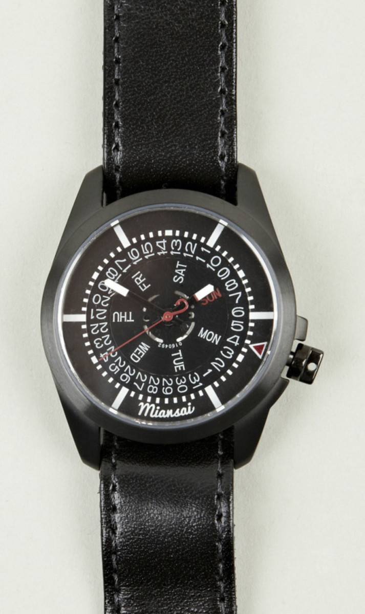 miansai-m1-all-black-ribbon-leather-strap-watch-01