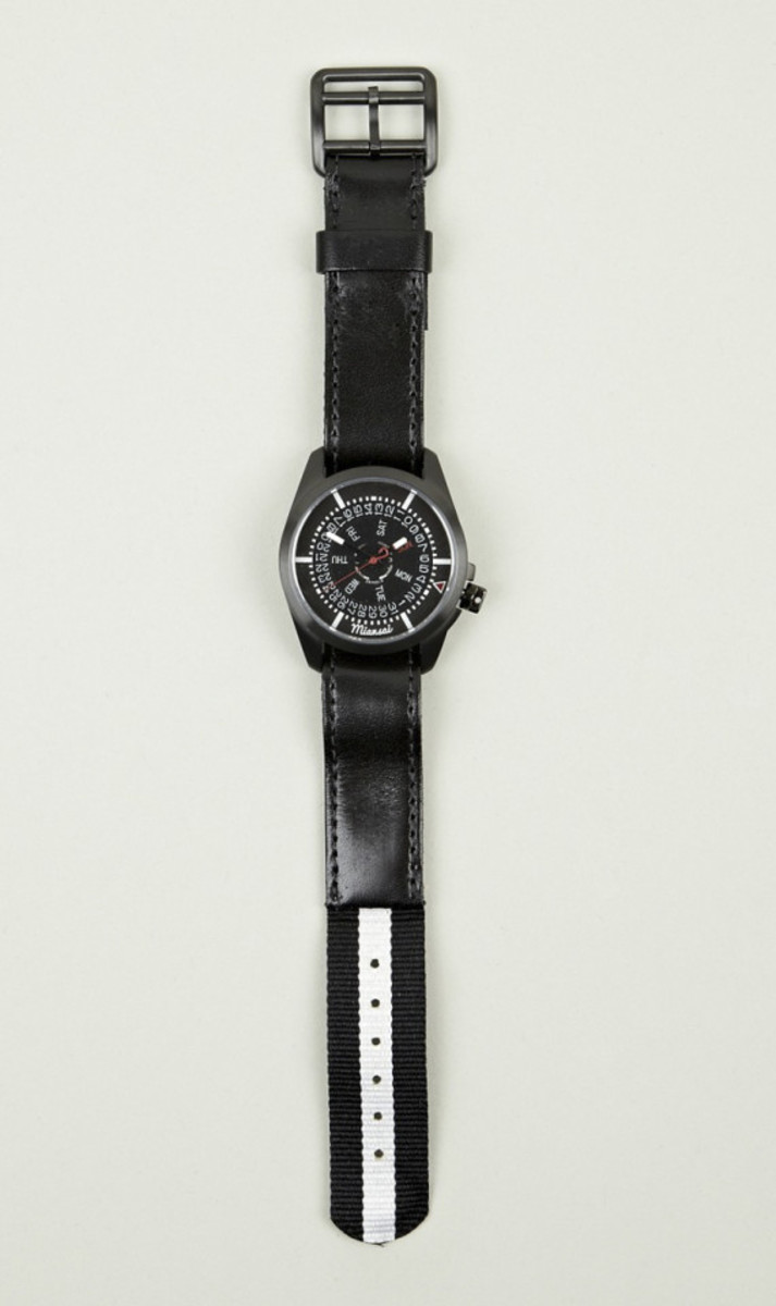 miansai-m1-all-black-ribbon-leather-strap-watch-03
