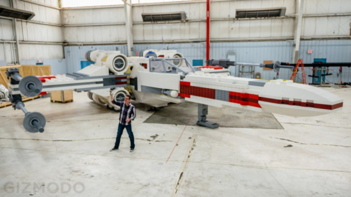 full-scale-lego-x-wing-001