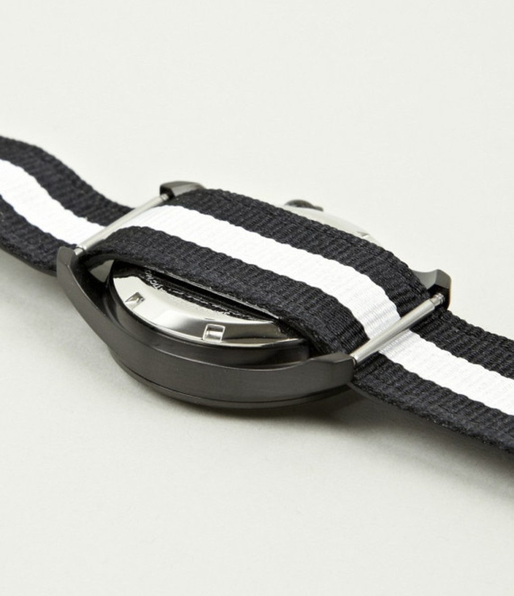 miansai-m1-all-black-ribbon-leather-strap-watch-05
