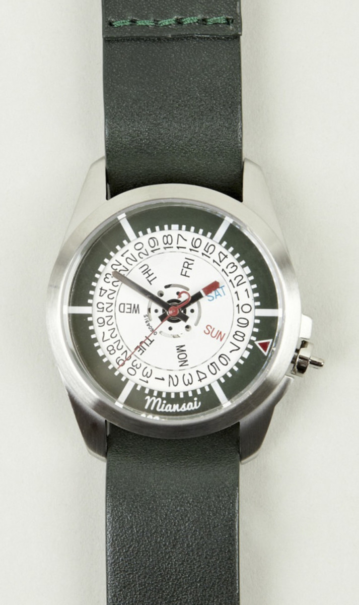 miansai-m1-green-leather-strap-watch-01