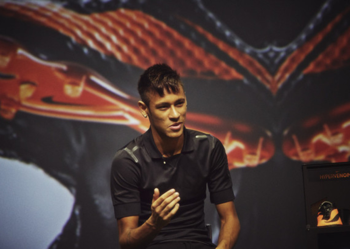 nike-hypervenom-boot-official-unveiled-8