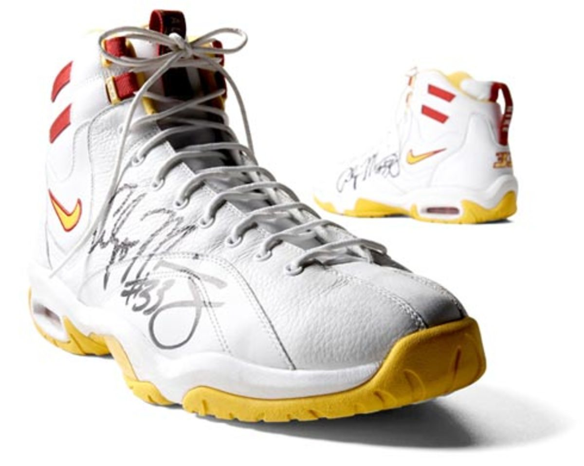 Alonzo Mourning signed Nike Air Alonzo for Charity - 0