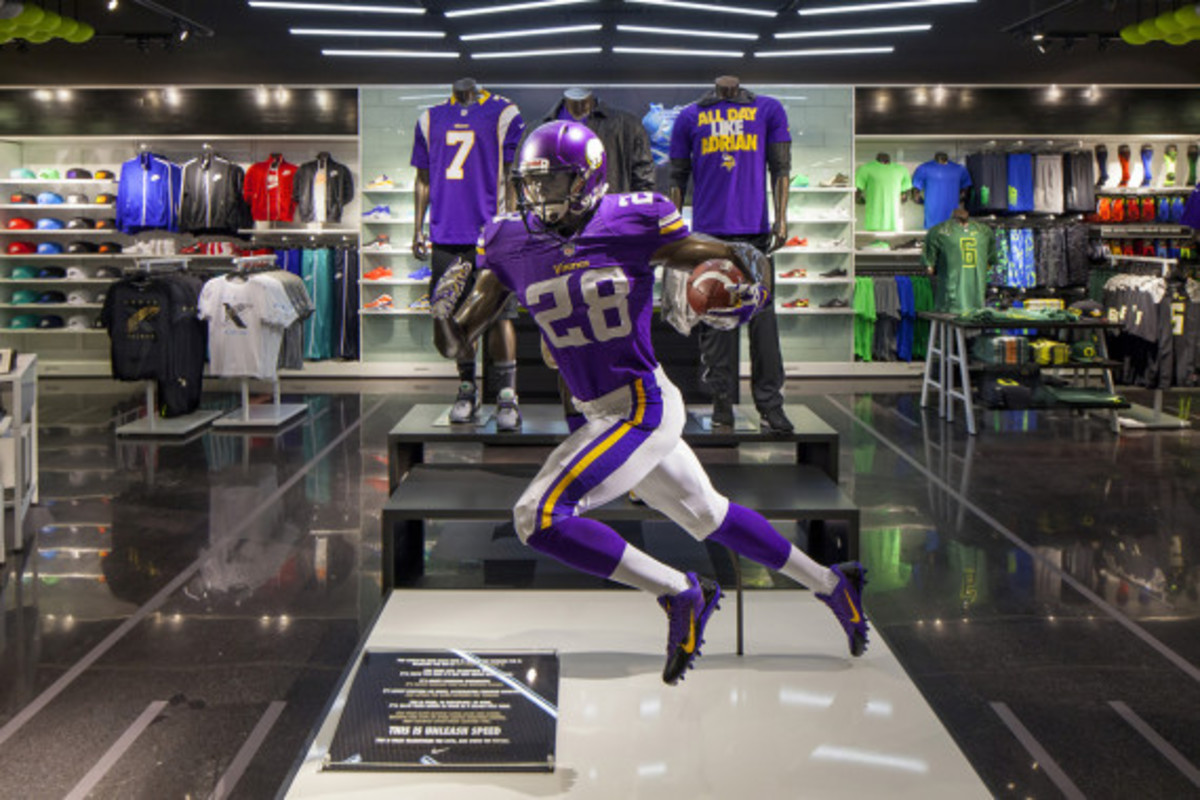 nike-yardline-opening-at-champs-sports-mall-of-america-03
