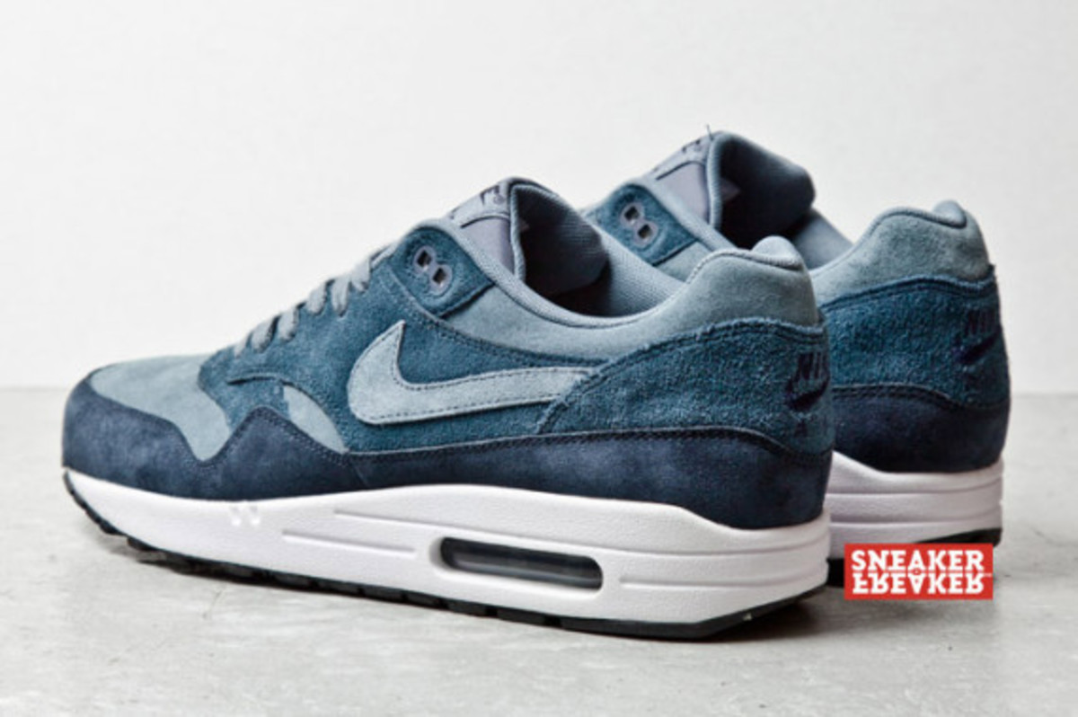 nike-air-max-1-blue-suede-05
