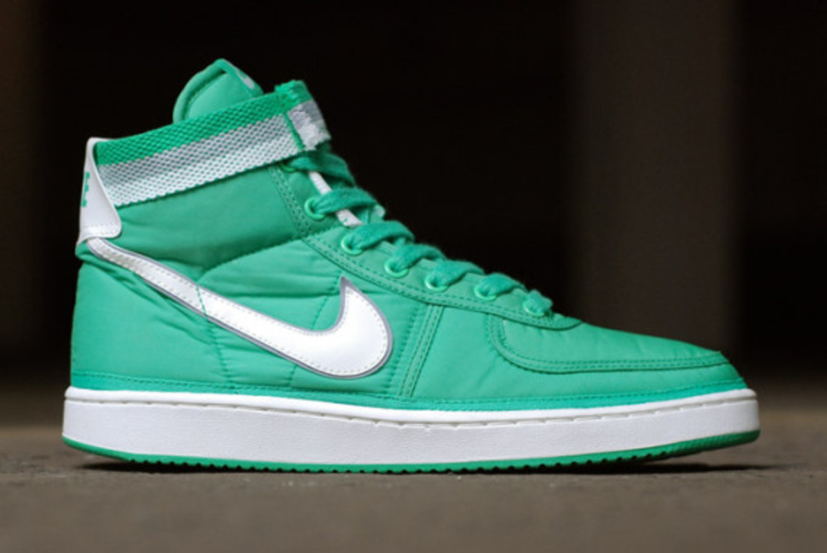 nike-vandal-high-supreme-vntg-pack-02