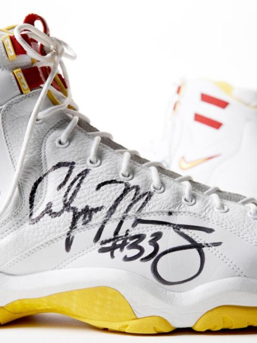 Alonzo Mourning signed Nike Air Alonzo for Charity - 1