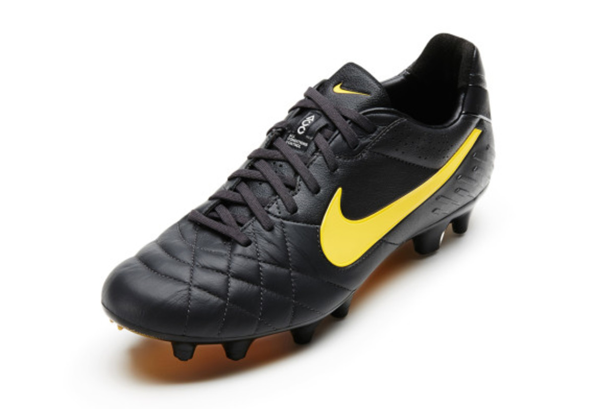 nike-soccer-black-boot-collection-06