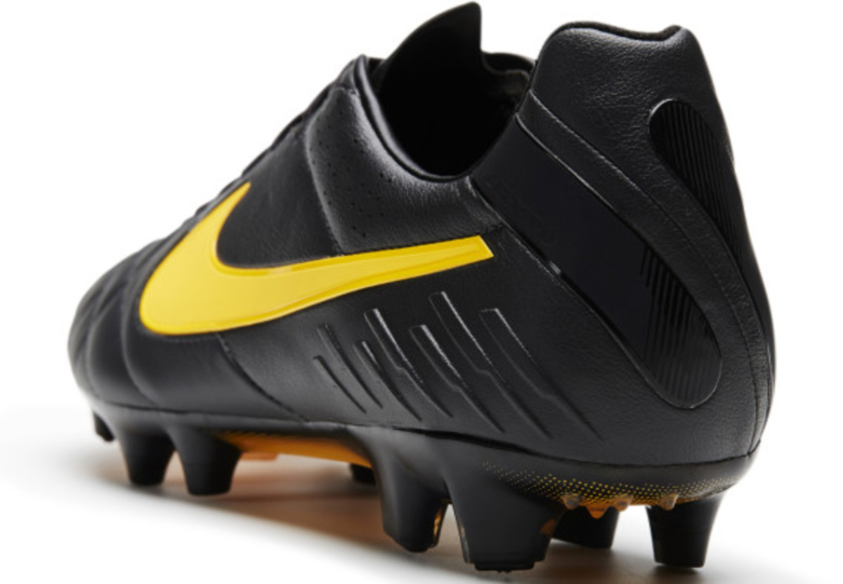 nike-soccer-black-boot-collection-018