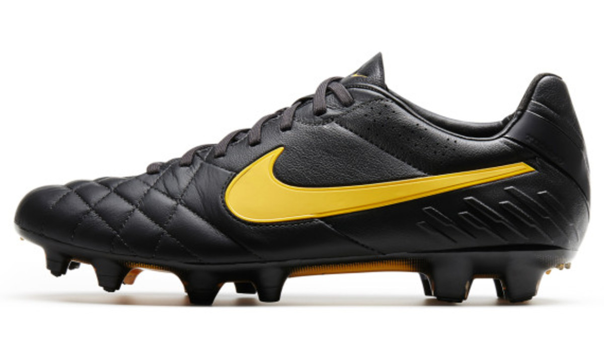 nike-soccer-black-boot-collection-17