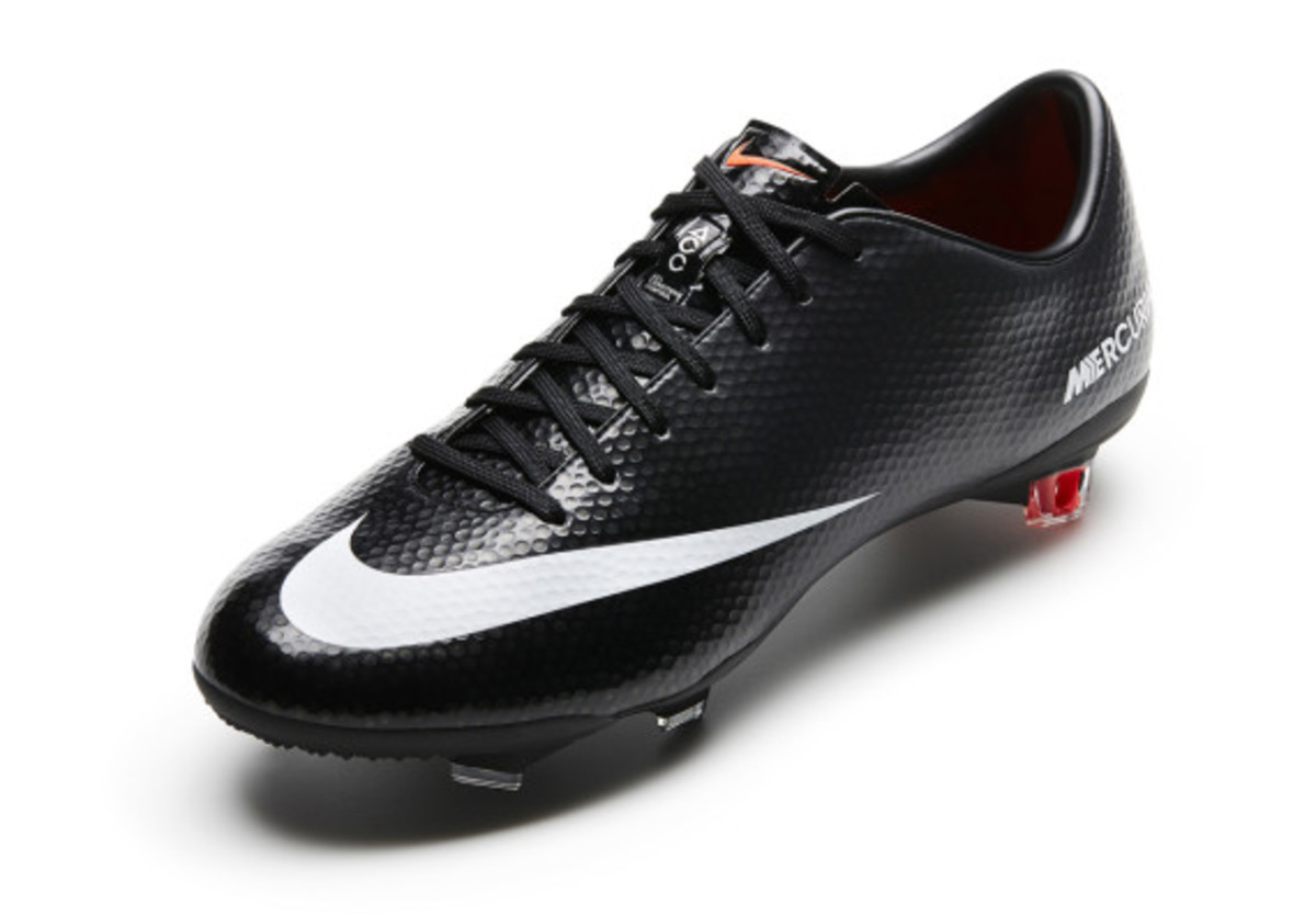 nike-soccer-black-boot-collection-04