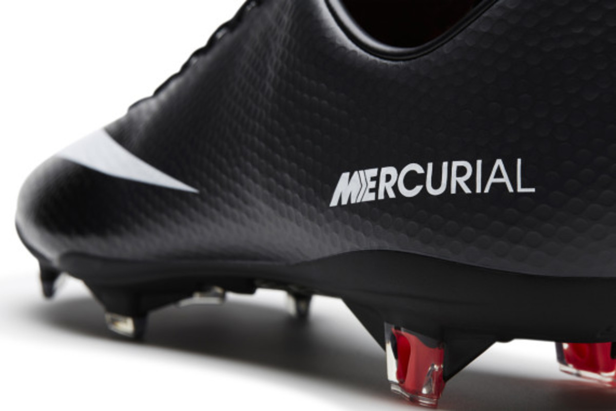 nike-soccer-black-boot-collection-12