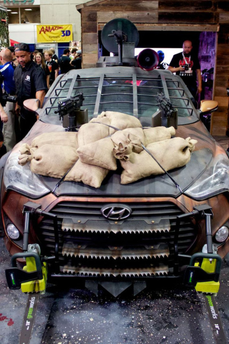 2013-hyundai-veloster-zombie-apocalypse-survival-vehicle-05