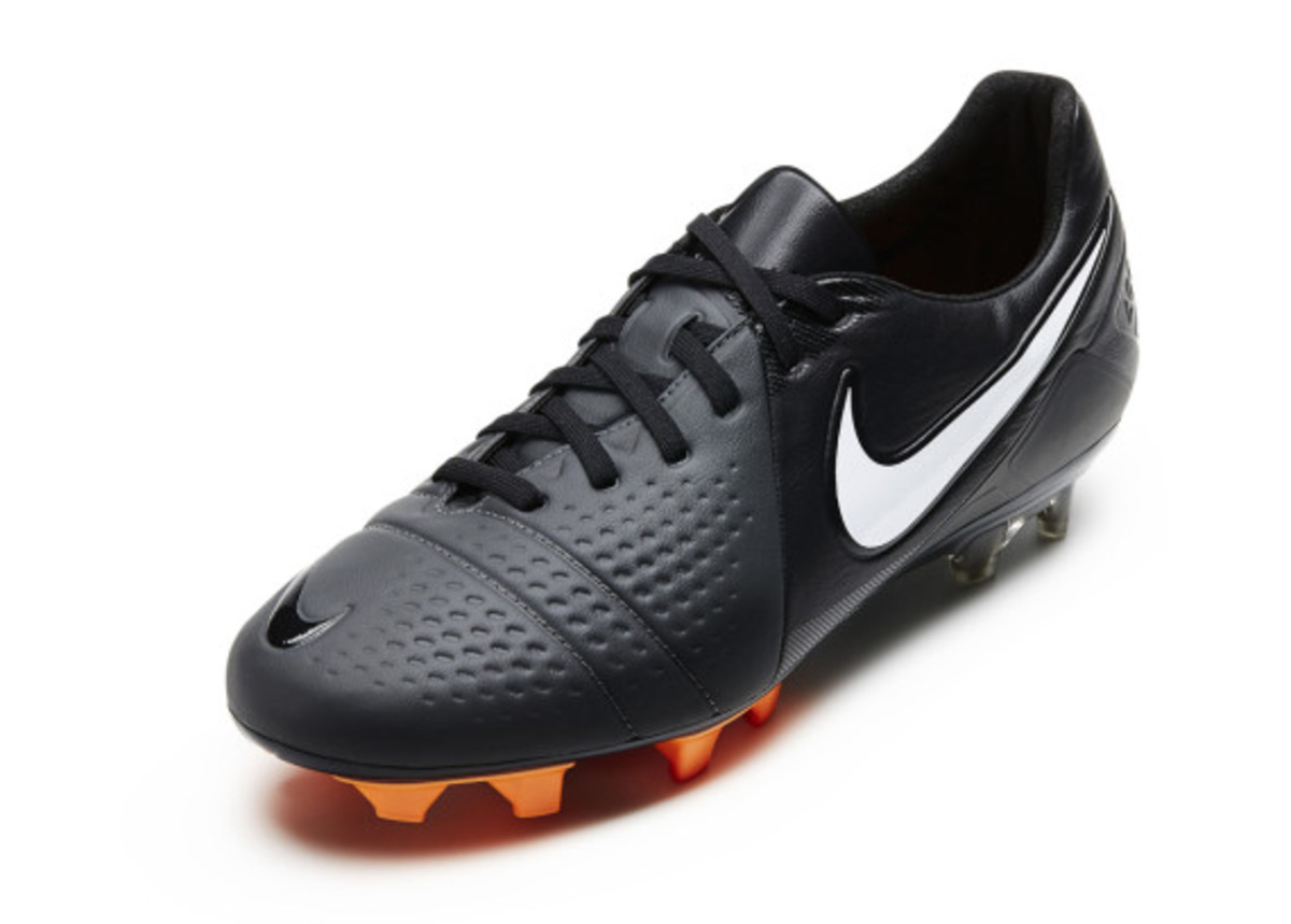 nike-soccer-black-boot-collection-05