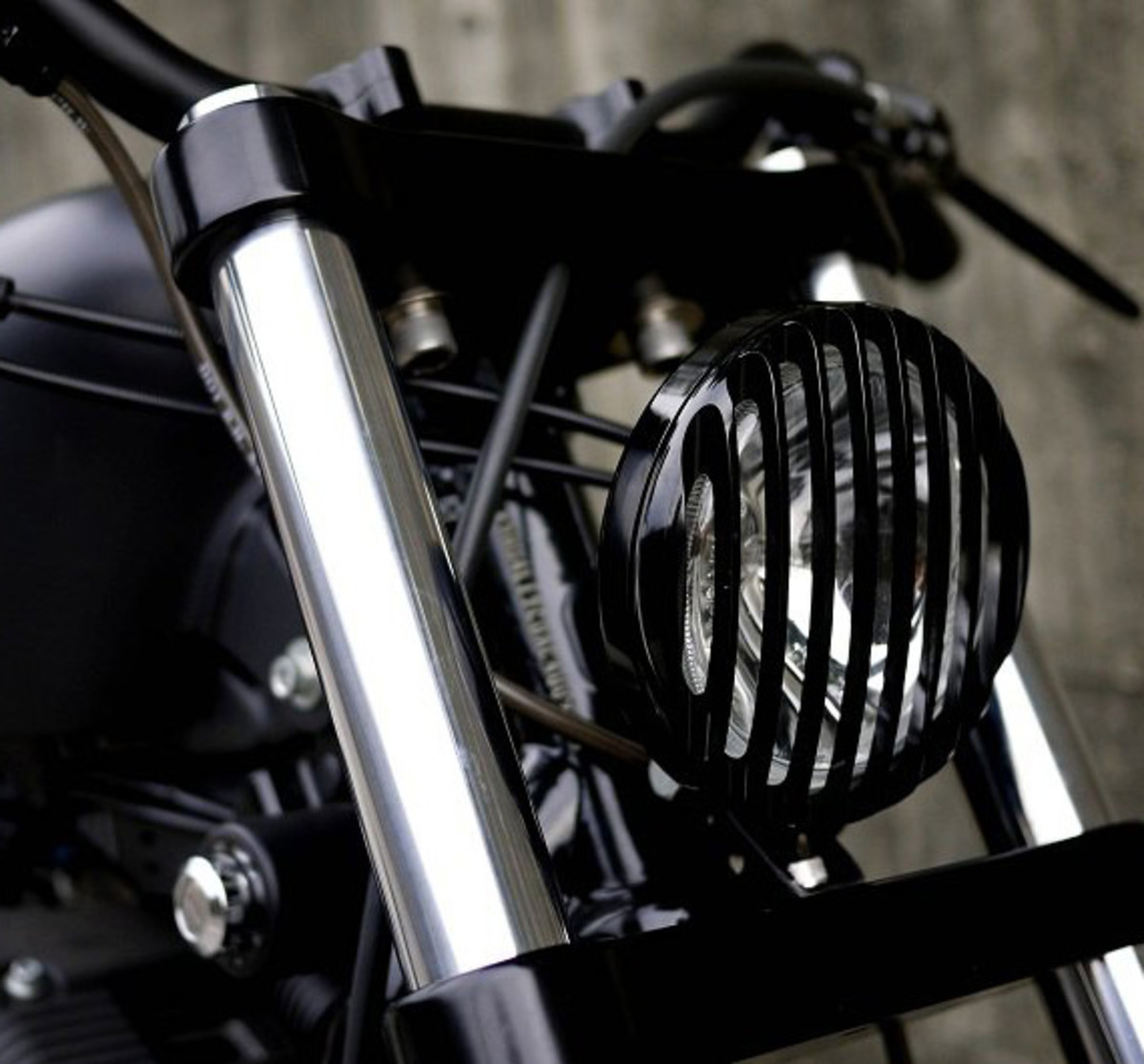 harley-davidson-sportster-iron-883-iron-guerilla-custom-by-rough-crafts-07