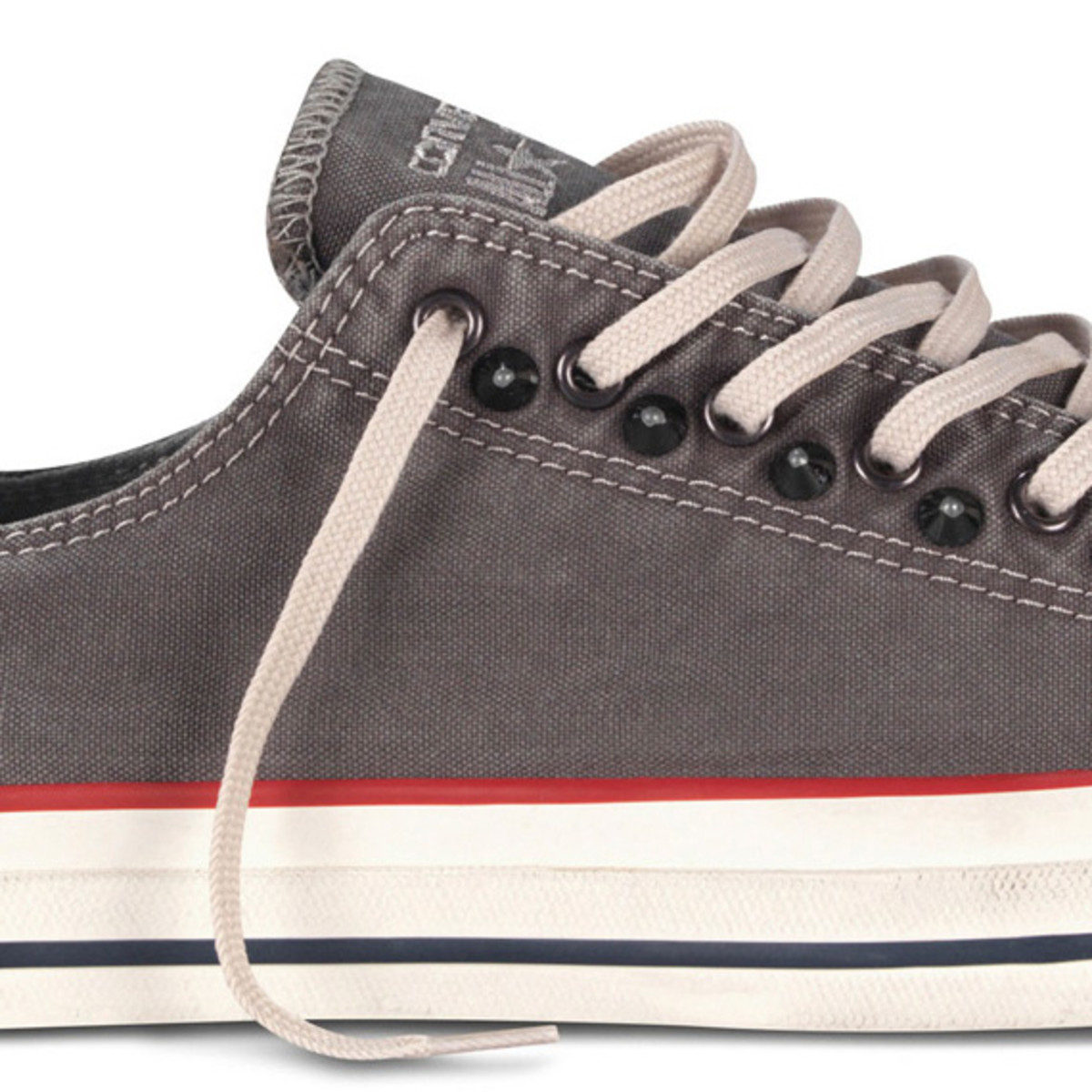 converse-chuck-taylor-all-star-collar-studs-fall-2013-collection-03
