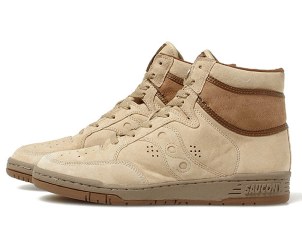 white-mountaineering-saucony-suede-high-top-sneakers-01