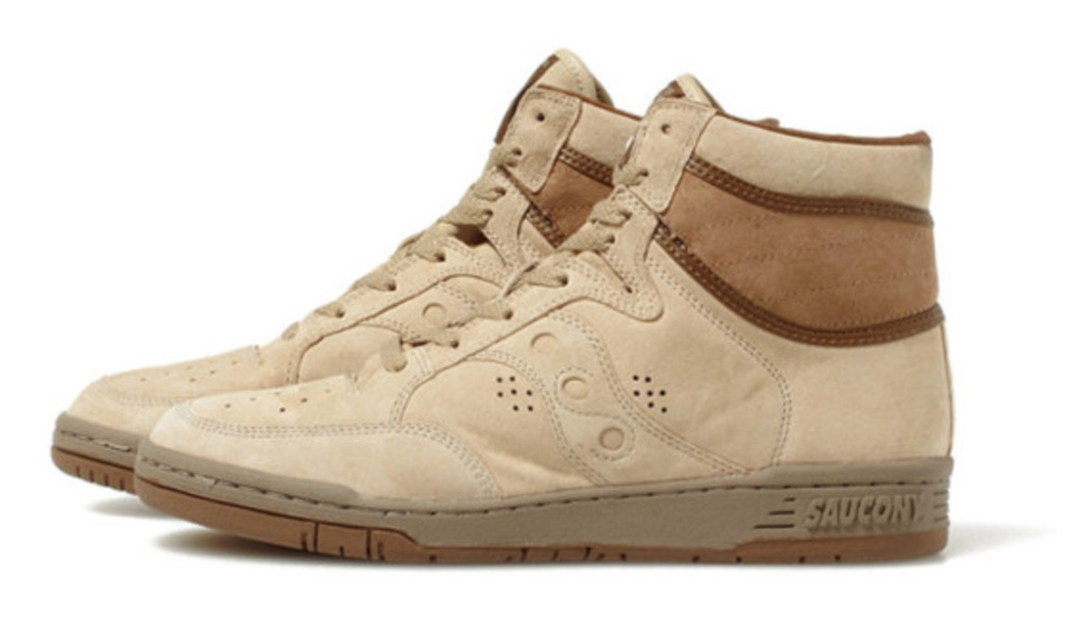 white-mountaineering-saucony-suede-high-top-sneakers-04