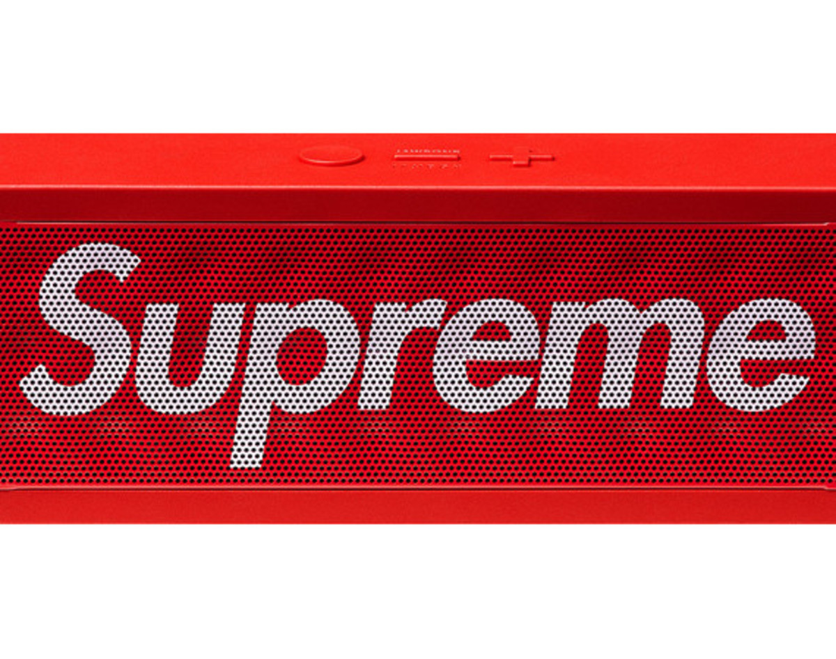 supreme-jawbone-jambox-wireless-speaker-01