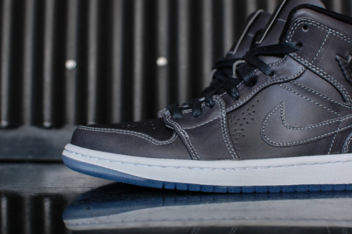 air-jordan-1-mid-nouveau-wolf-grey-05