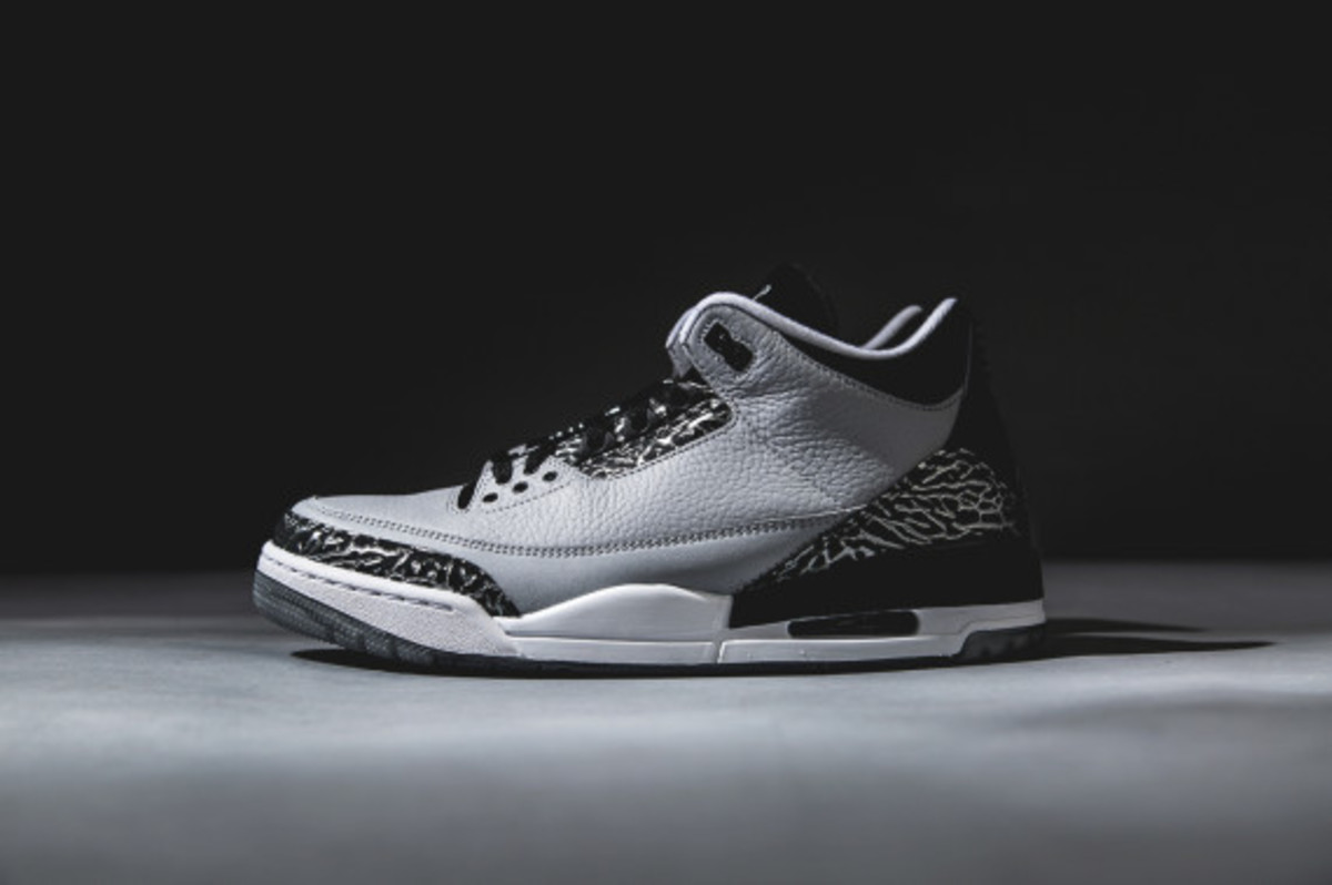 air-jordan-3-wolf-grey-detailed-look-02