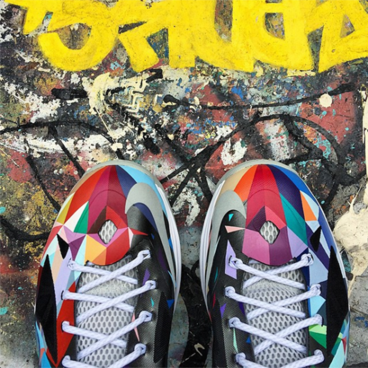 nike-rom-lebron-x-shattered-prism-05