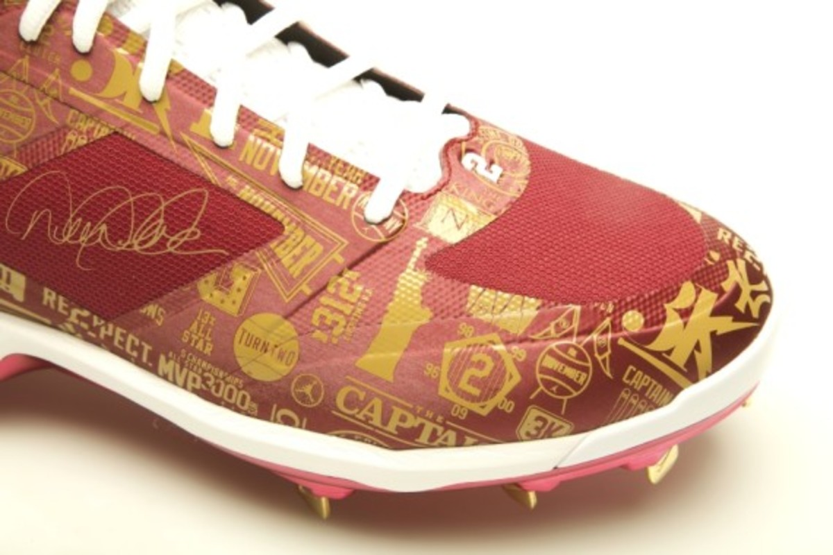 derek-jeter-cleats-up-for-auction-02