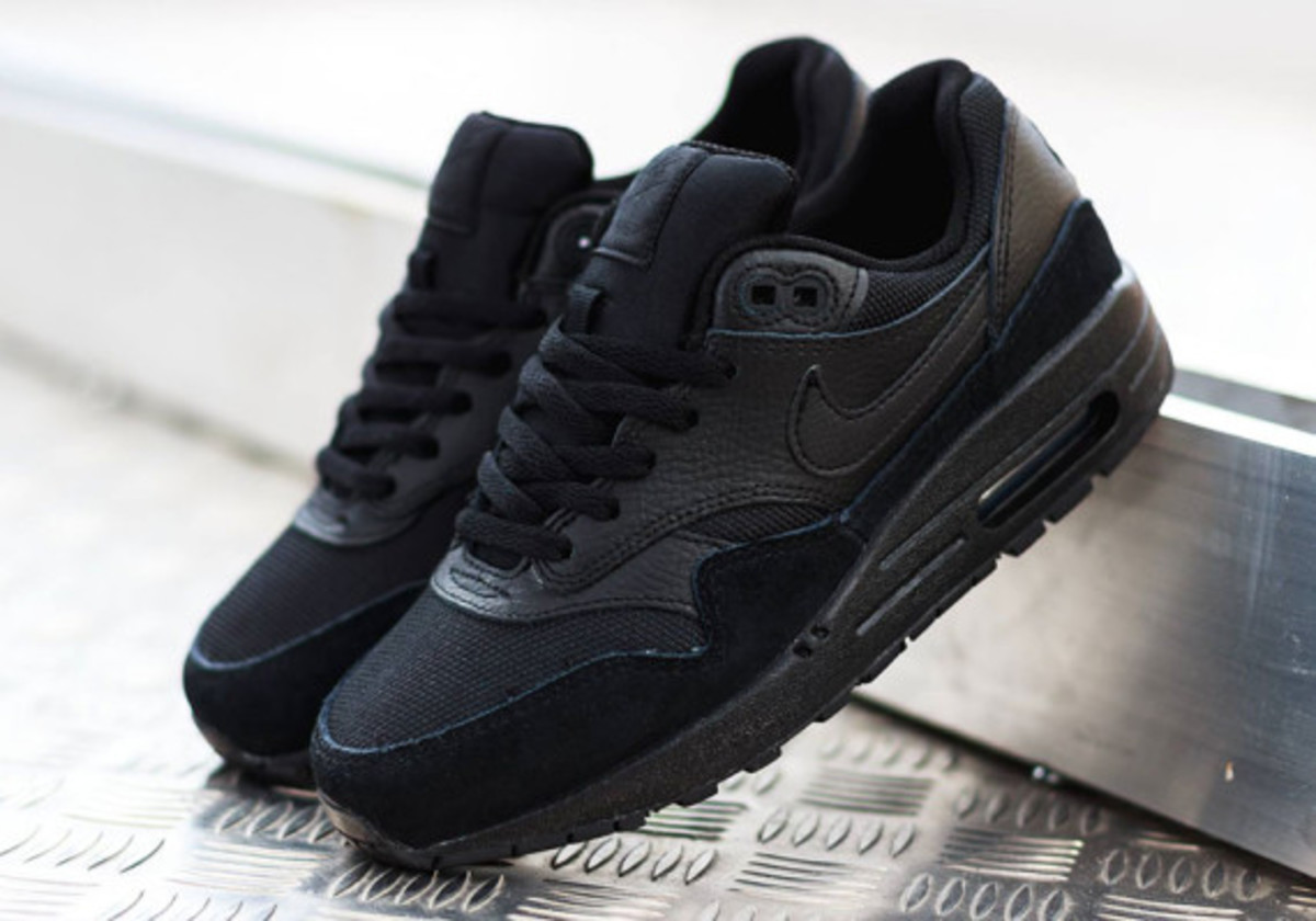 air max triple black