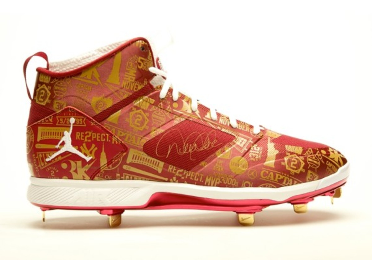 derek-jeter-cleats-up-for-auction-04