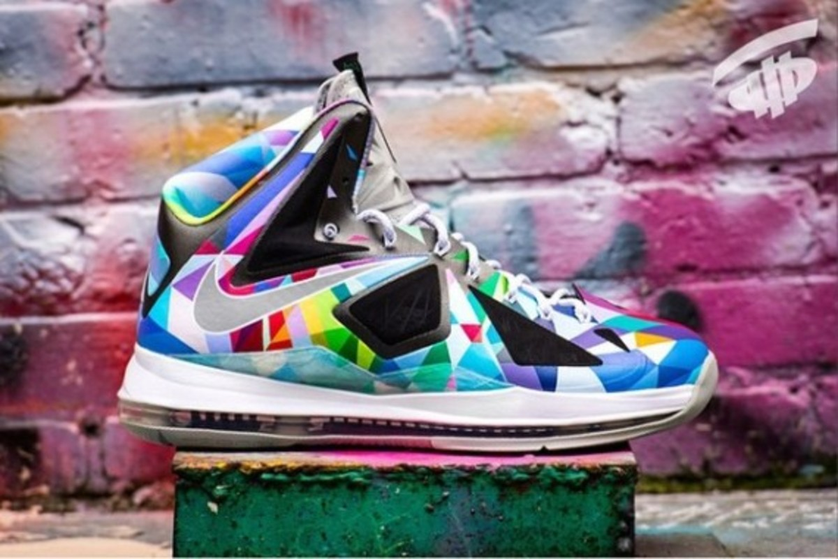 nike-rom-lebron-x-shattered-prism-01