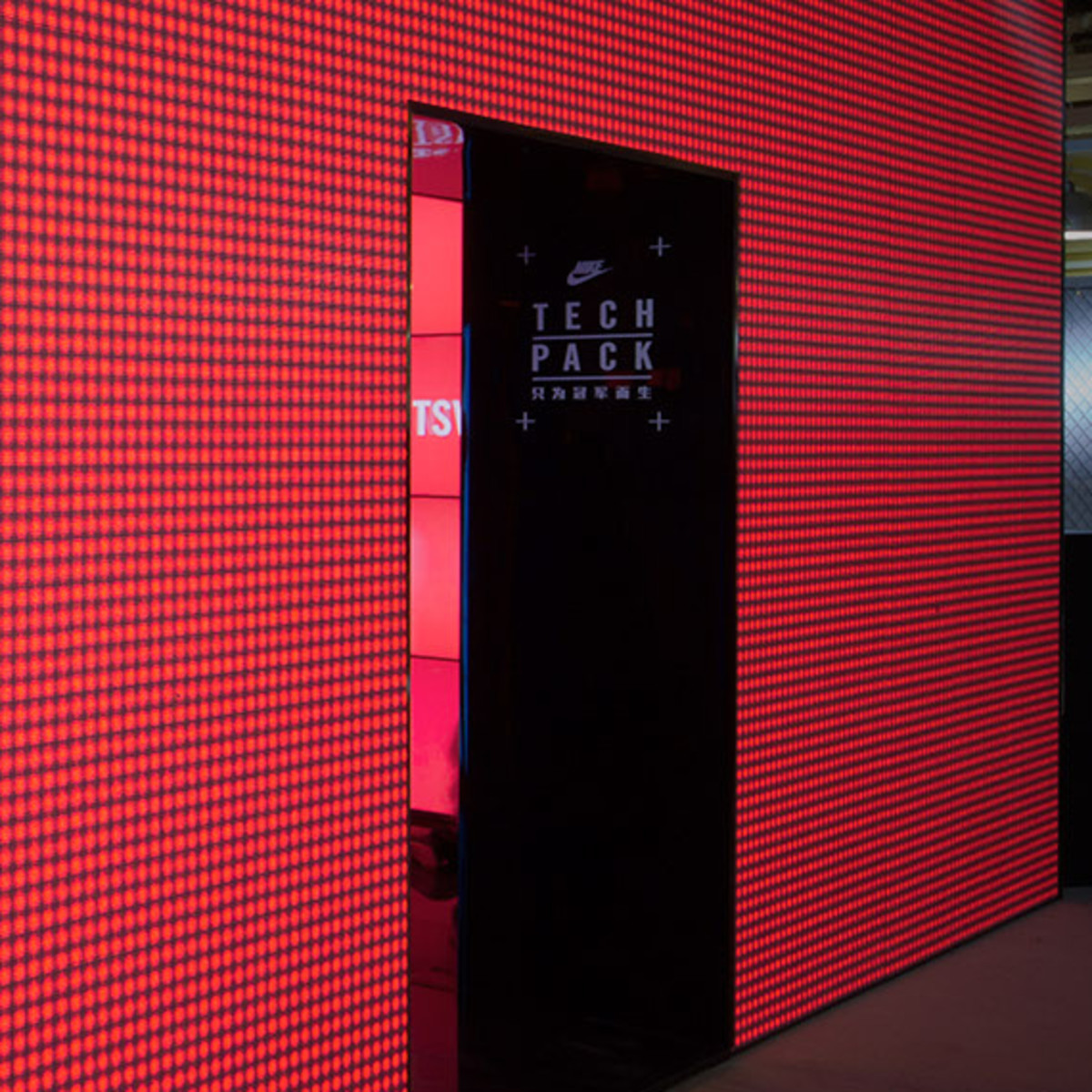 nike-tech-pack-retail-experience-booth-shanghai-02