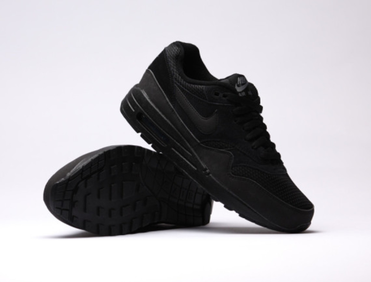 nike-air-max-1-essential-triple-black-06