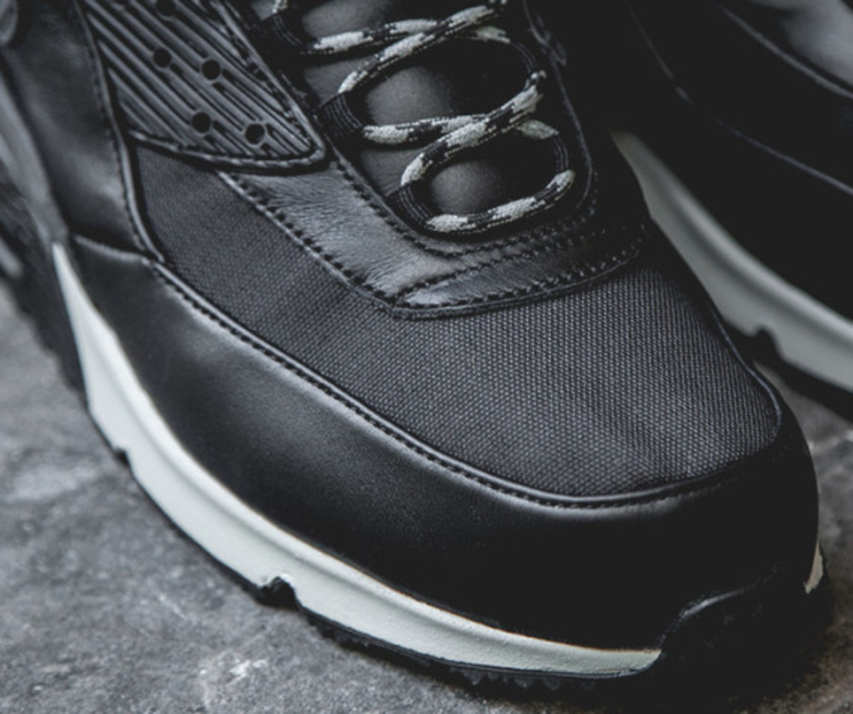nike-air-max-90-sneakerboot-black-reflective-another-look-06