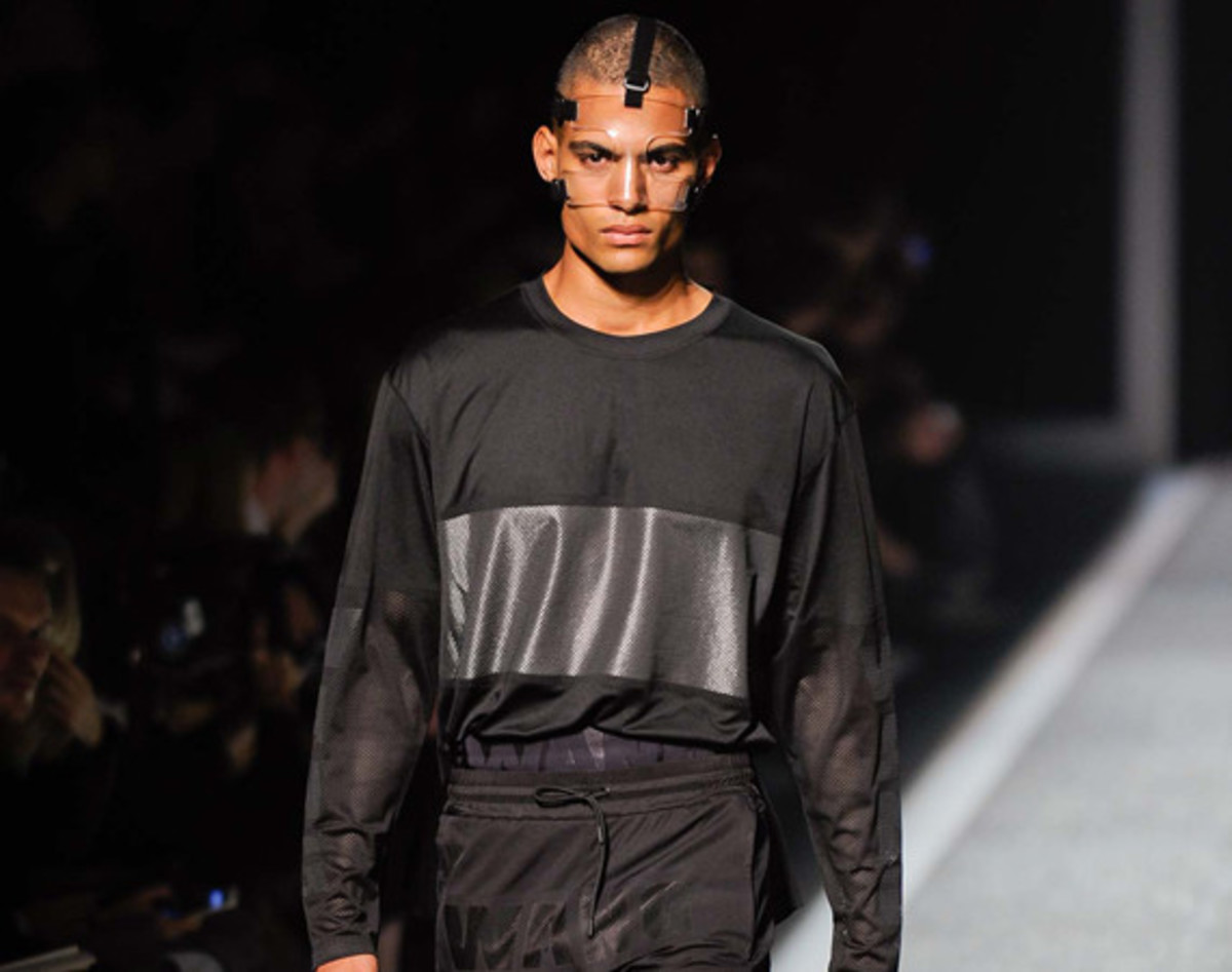 alexander-wang-and-h-and-m-runway-presentation-01