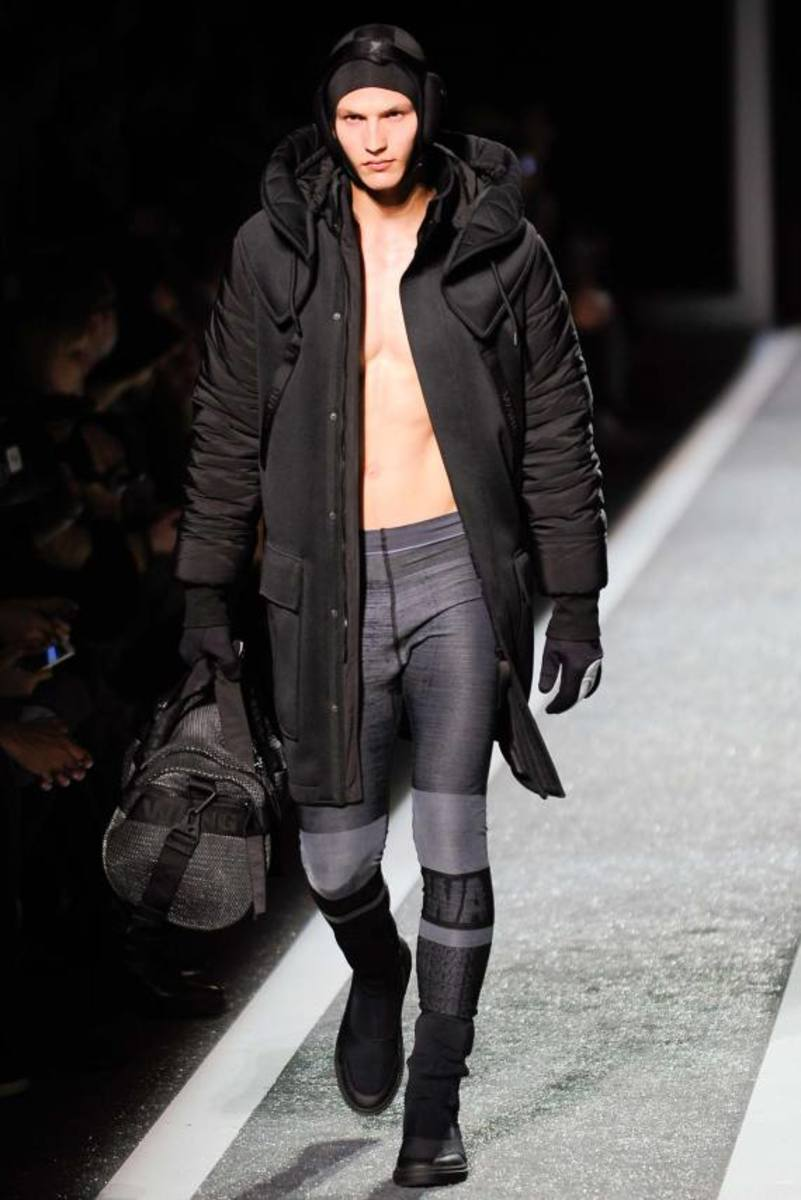 alexander-wang-and-h-and-m-runway-presentation-04