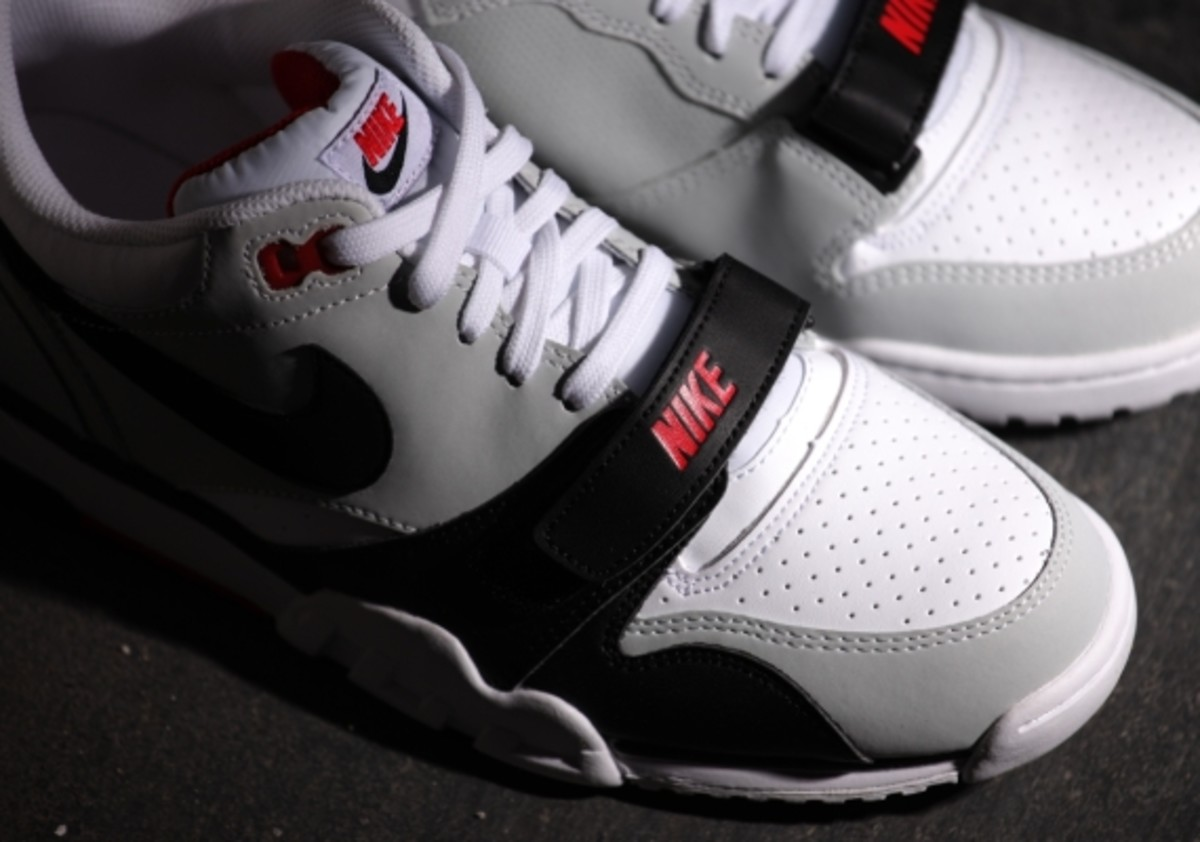 nike-air-trainer-1-low-white-black-red-02