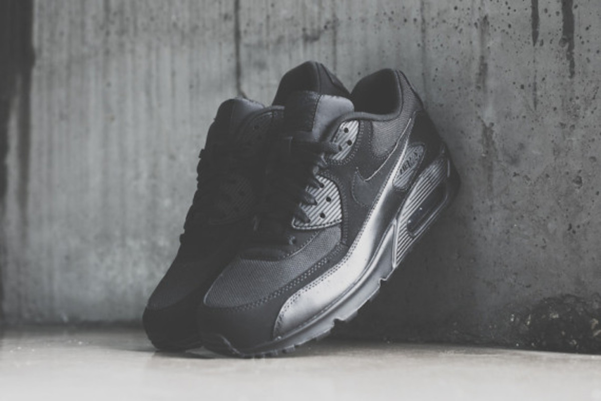 nike-air-max-90-triple-black-05