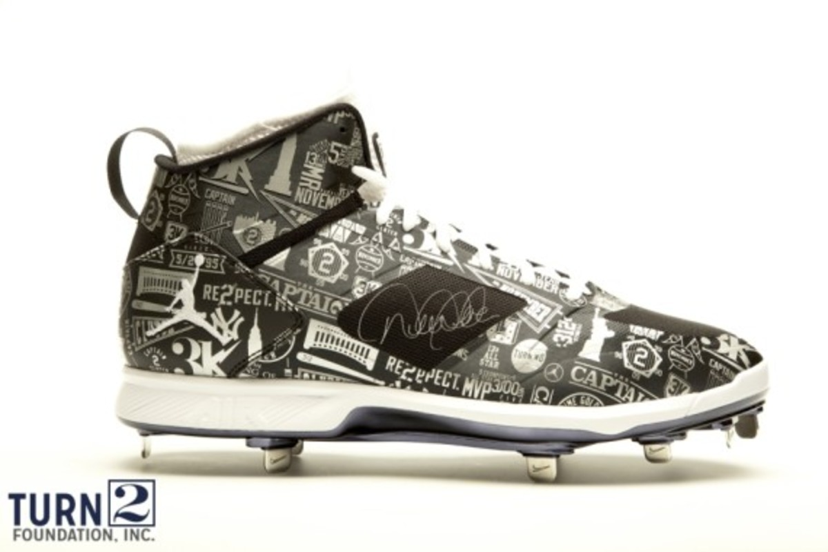 derek-jeter-cleats-up-for-auction-06