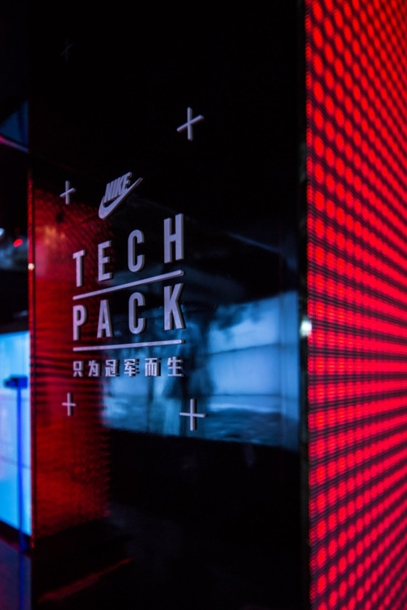 nike-tech-pack-retail-experience-booth-shanghai-03