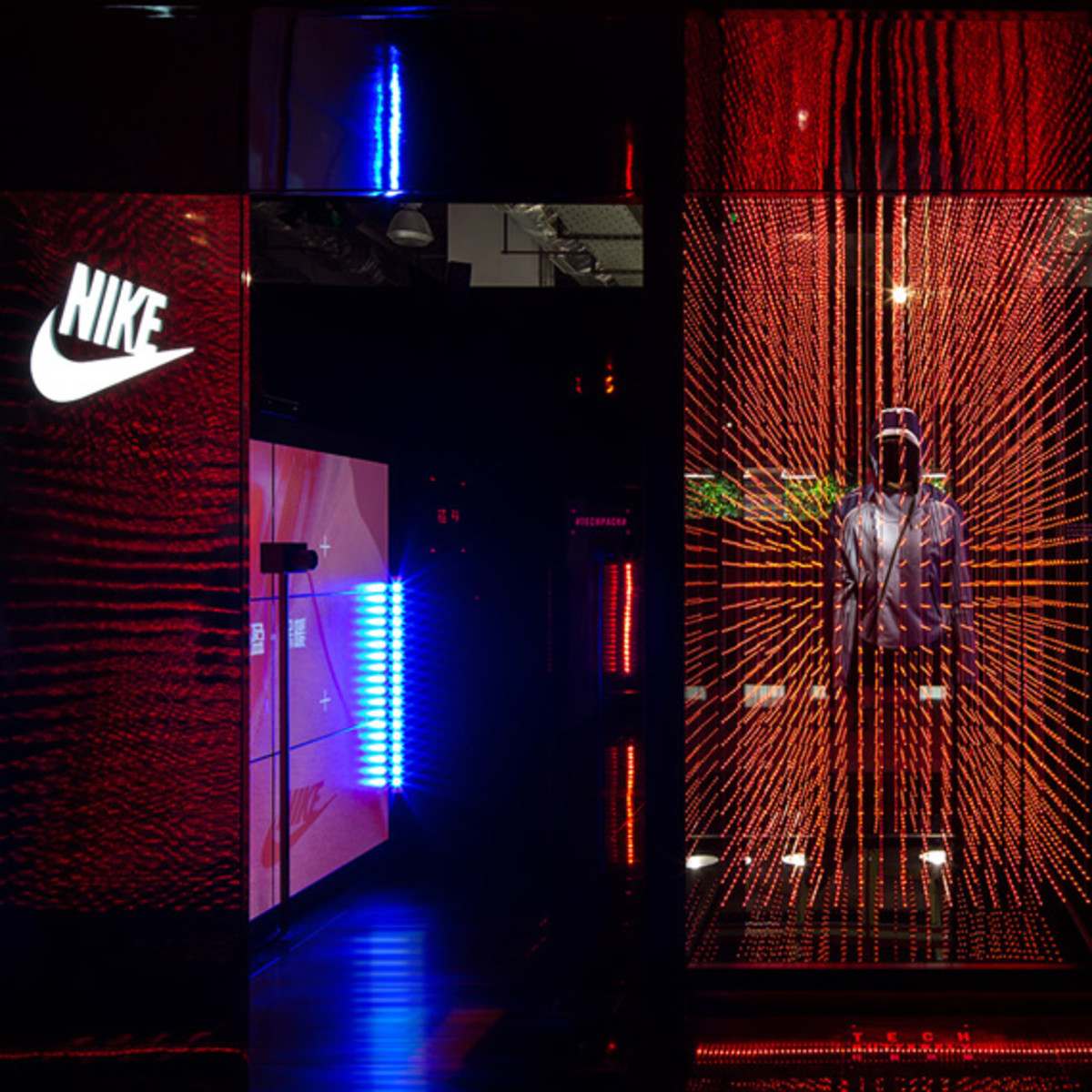 nike-tech-pack-retail-experience-booth-shanghai-05