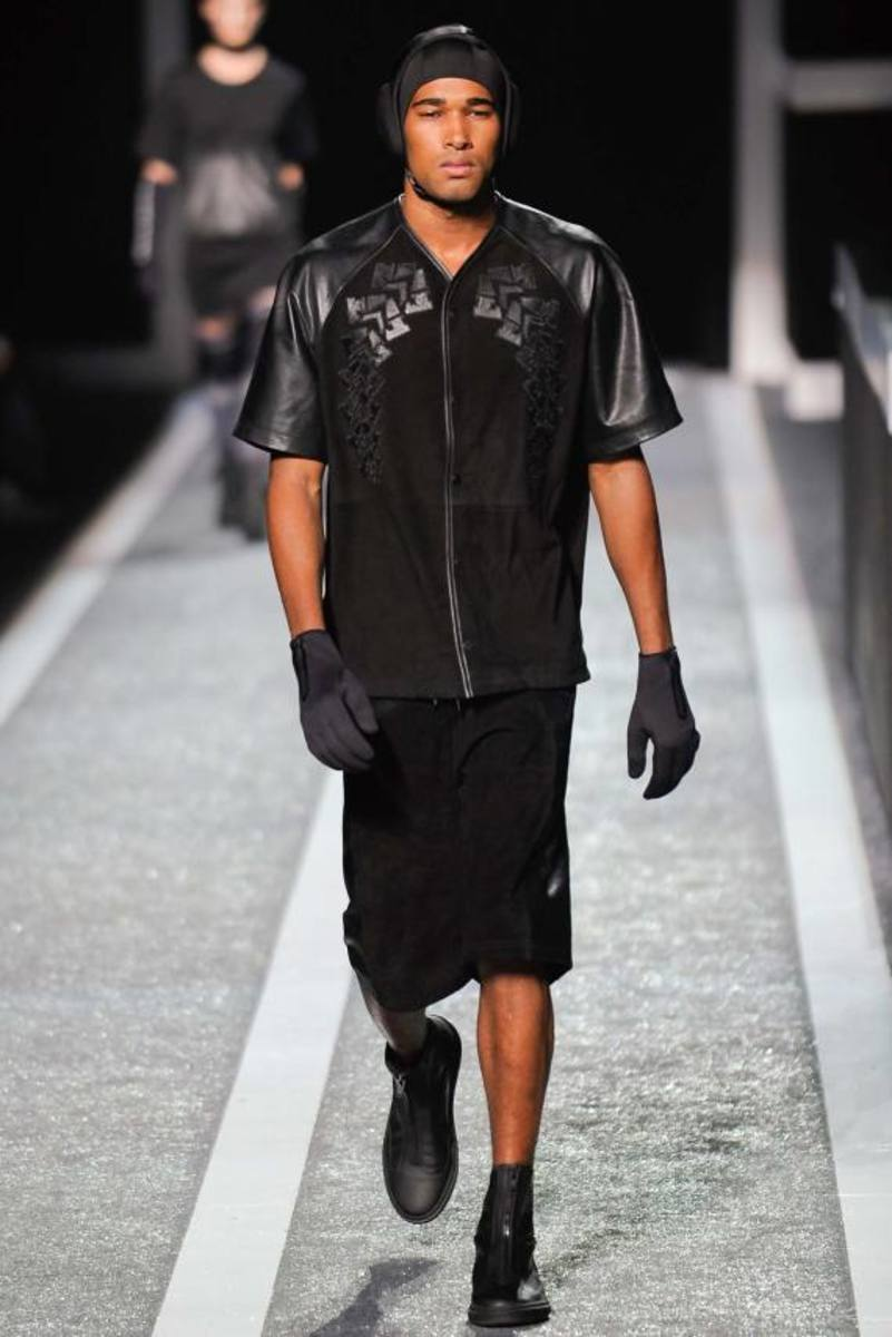 alexander-wang-and-h-and-m-runway-presentation-09