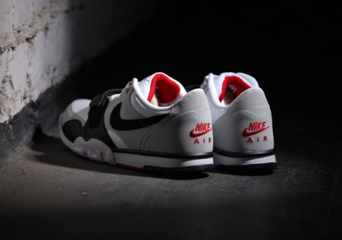 nike-air-trainer-1-low-white-black-red-03