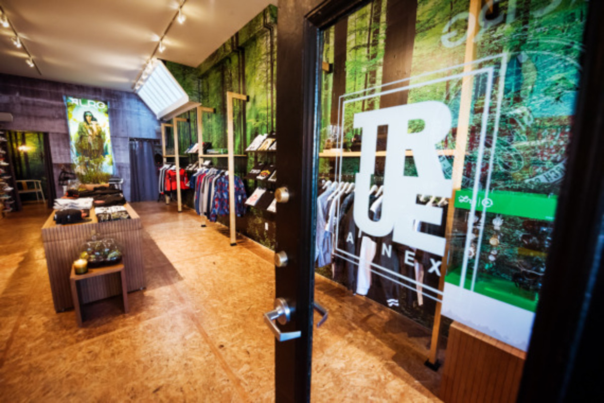 lrg-san-francisco-pop-up-shop-inside-look-02
