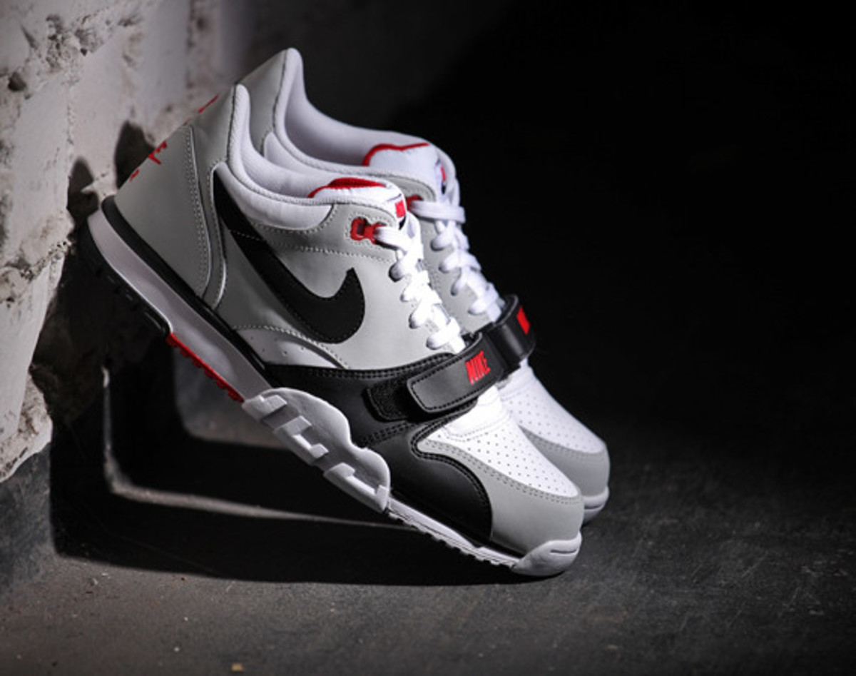 nike-air-trainer-1-low-white-black-red-01
